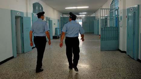 Detenuto ferisce due agenti di custodia a Trapani