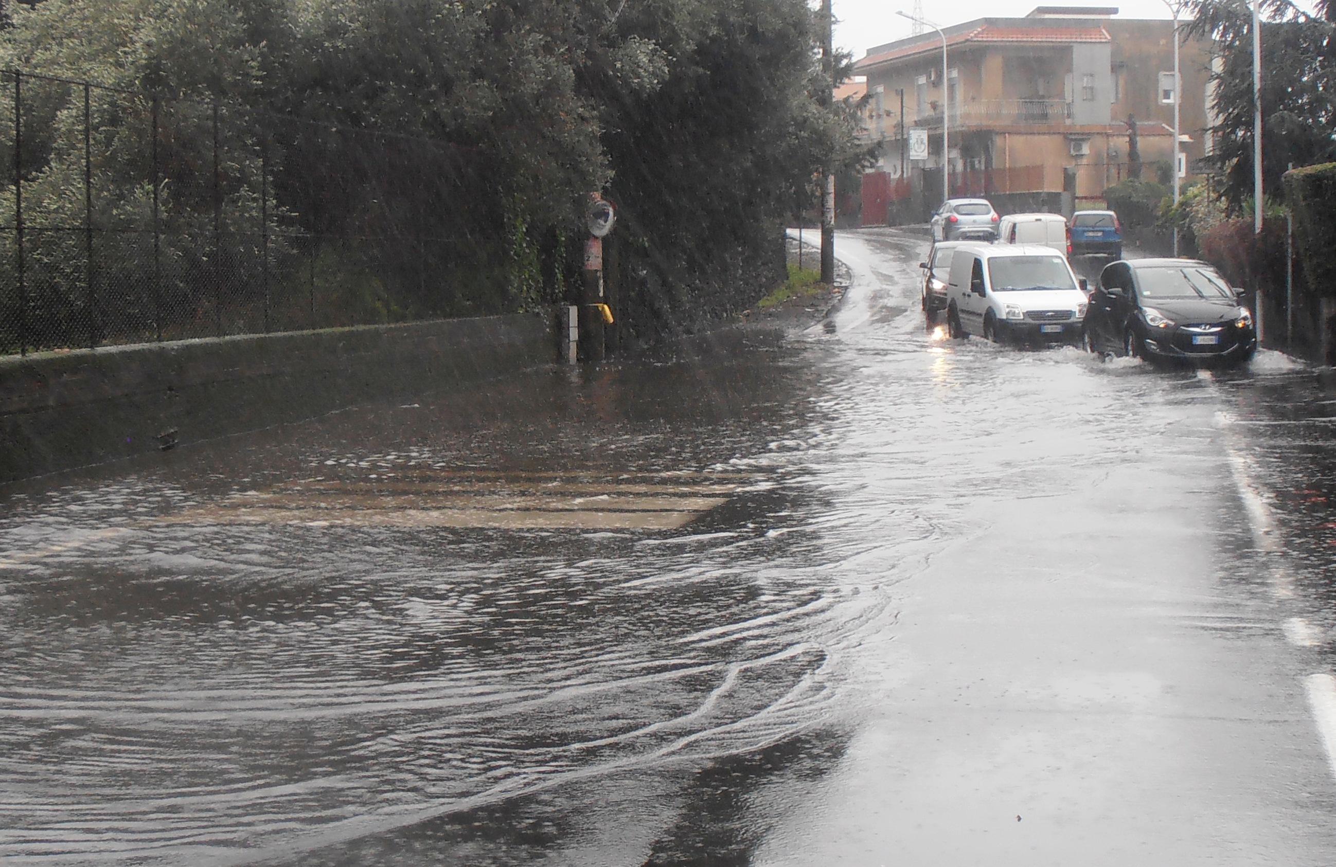 """Maltempo a Catania, """"Disagi e ritardi in tutta la città"""""""