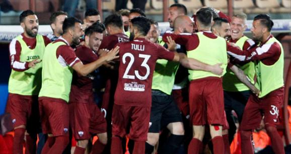 Calcio, il Procuratore federale della Figc deferisce Catania, Trapani e Siena