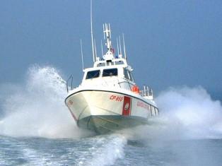 Trapani, si rovescia barca a vela con 8 occupanti: tutti in salvo