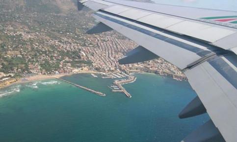 """Trasporti, Codacons: """"Aerei sempre più costosi per i siciliani"""""""