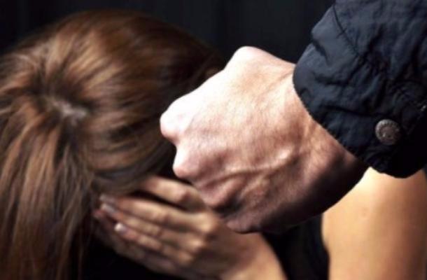 Subisce per anni violenze e maltrattamenti, arrestato il marito a Catania