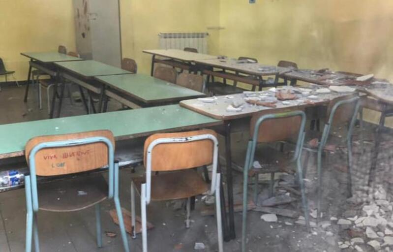 Tremestieri  Etneo, crolla intonaco soffitto della scuola
