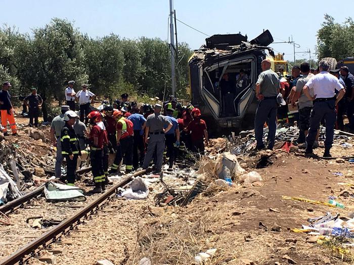 Scontro dei treni in Puglia, domani Mattarella ai funerali ad Andria