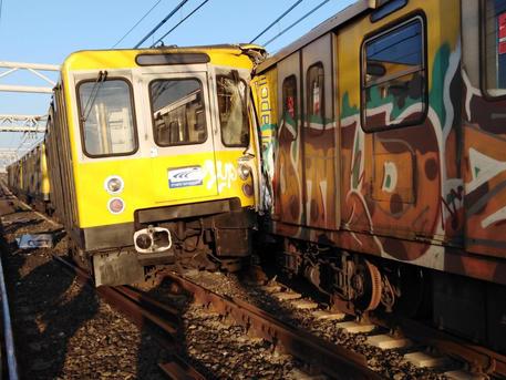 Scontro fra due treni della Metropolitana: cinque feriti a Napoli