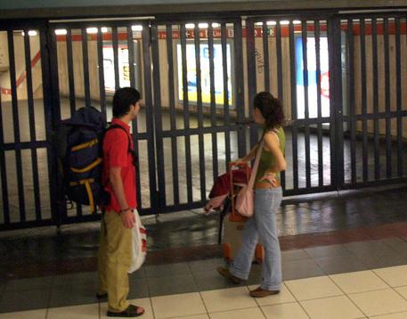Metro, guasti ai convogli e treni in ritardo a Napoli: è caos