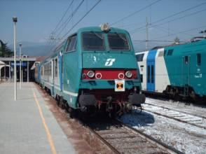 Si toglie la vita gettandosi sotto il treno sulla  tratta Palermo - Messina