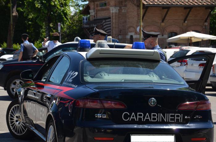 Caserta, carabiniere travolto e ucciso dal treno mentre inseguiva un ladro