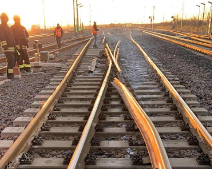 Il treno 'Frecciarossa' deragliato a Lodi: indagati cinque operai per omicidio colposo plurimo