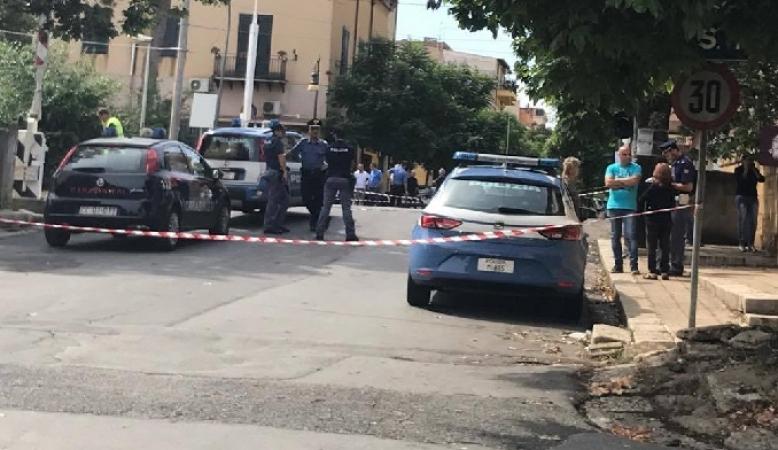 Palermo, viene travolto e ucciso dal treno mentre attraversa i binari