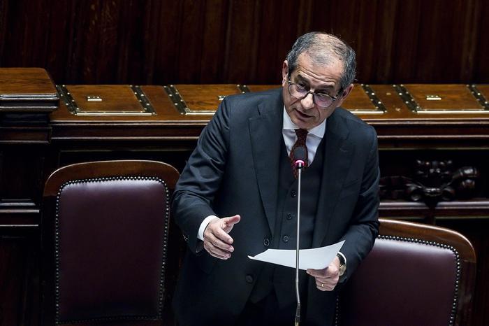 L'Ue taglia stime sul Pil italiano, volano  deficit e debito