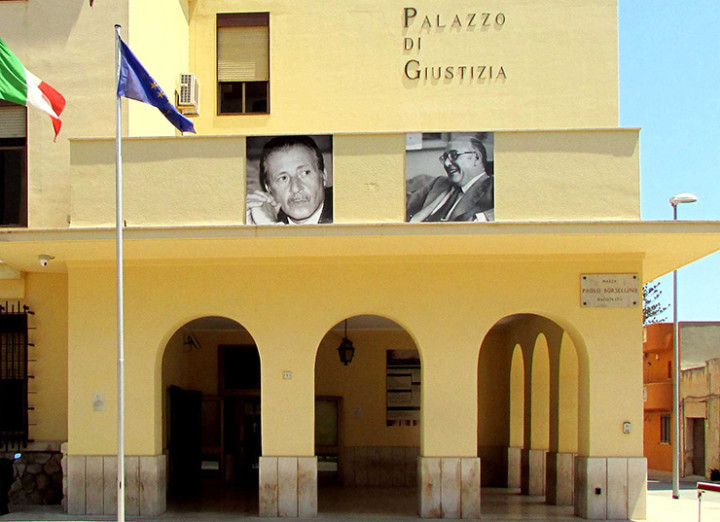 Scritte fasciste a Marsala, deturpata la sede del Pd