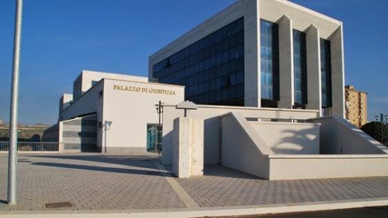 Intrusione nel tribunale di Gela, cinque giovani denunciati