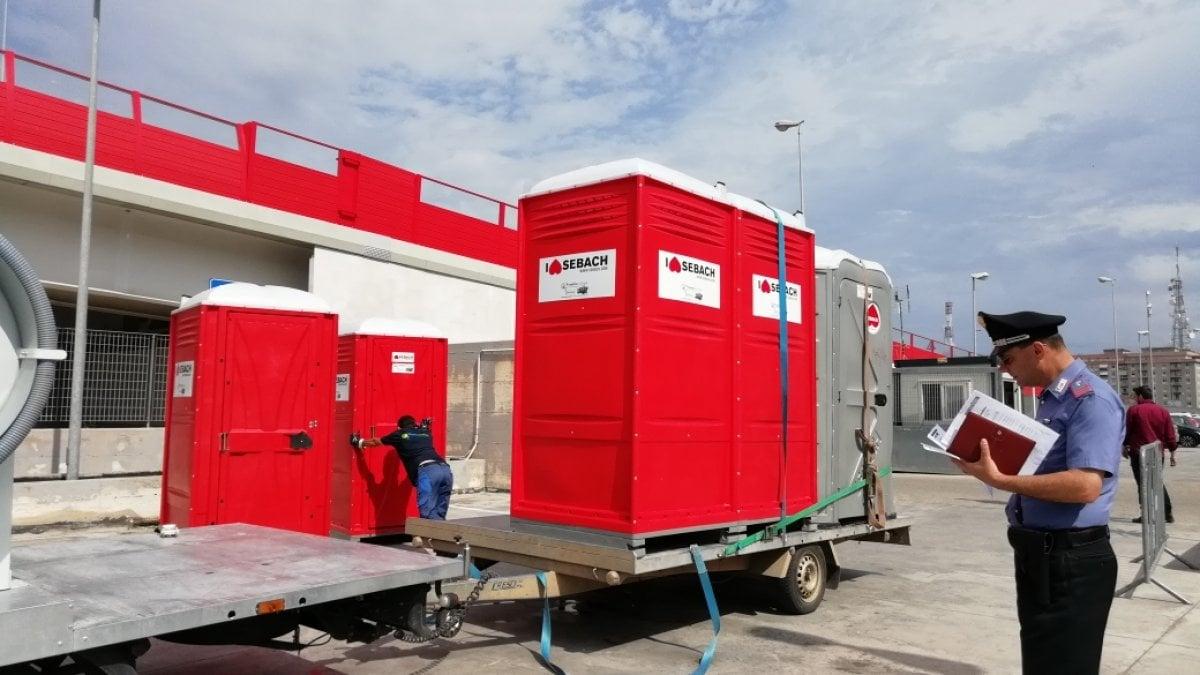 Tribunale di Bari: rimontati i bagni chimici nella 'tendopoli'