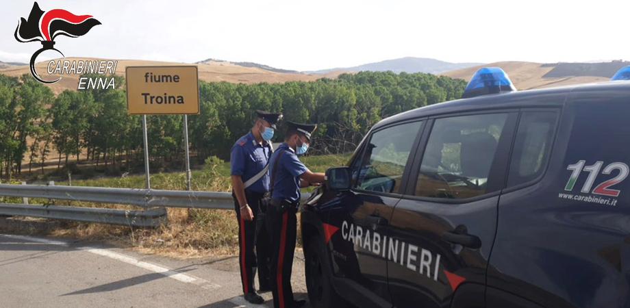 Sorpresi ad appiccare il fuoco nei boschi : arrestati 2 piromani a Troina