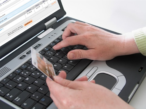 Truffa online a Noto, compra merce ma non arriva mai: denuncia