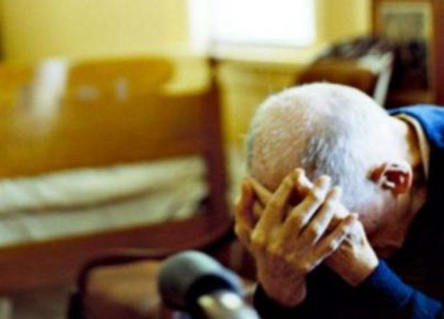 Finto parente in difficoltà per truffare un anziano, arresto a Ischia