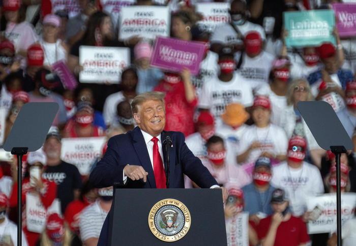 Usa 2020, Trump negativo al covid parla in Florida ai fan in delirio