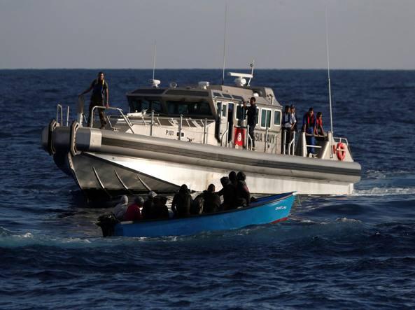 Barca affonda a largo della Tunisia, un morto e sei dispersi