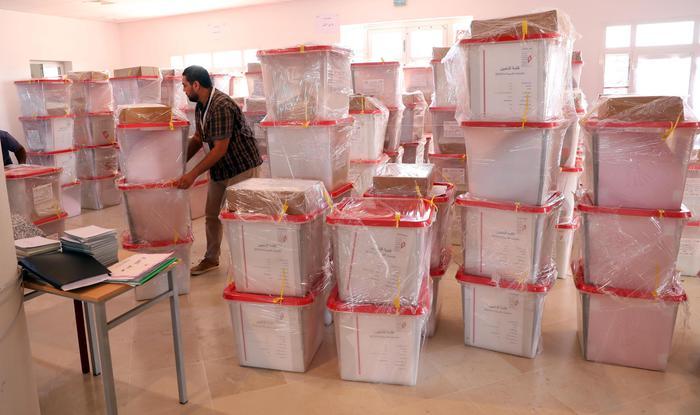 Seggi aperti in Tunisia per il rinnovo del Parlamento, si vota anche in Kosovo
