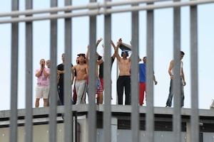 Caltanissetta, rivolta di migranti al Cie: rimpatriati 30 tunisini