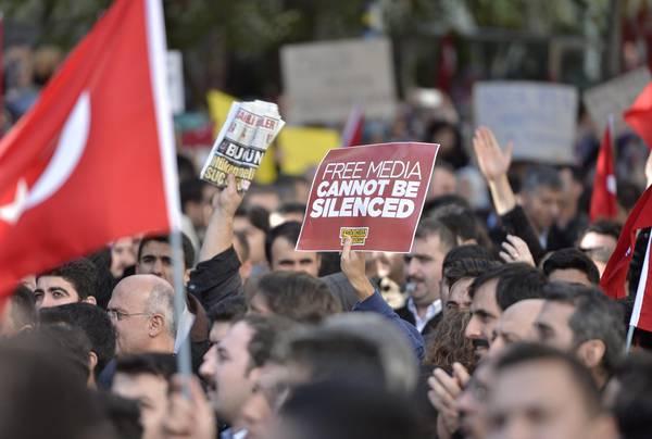 Turchia: legami con Gulen, arrestati 146 dirigenti d'azienda