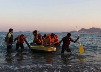 I corpi di due bambini trovati in mare nelle acque della Turchia