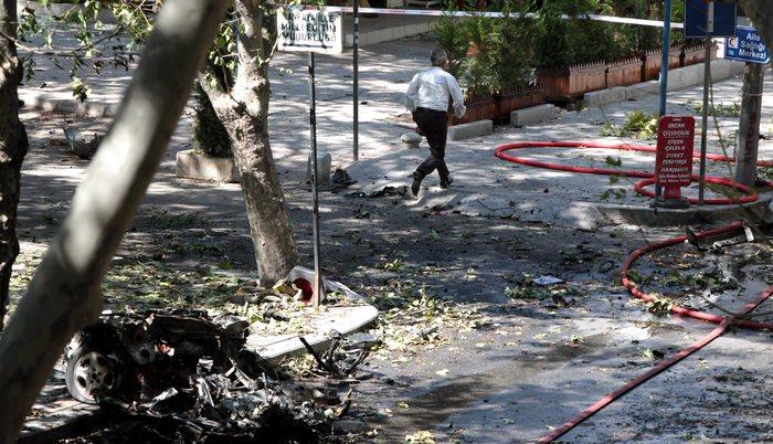 Esplode un'autobomba ad Ankara:  27 morti e 75 feriti