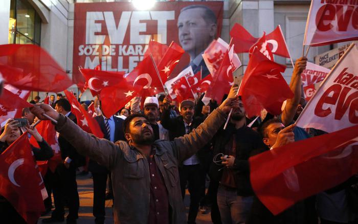 Referendum in Turchia, vince il sì: ora è una Repubblica Presidenziale
