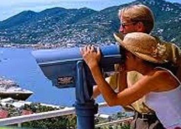 Il commercio continua a soffrire, decolla il turismo con una crescita del 4,5%