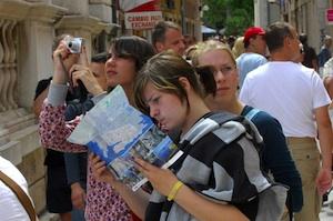 Catania, turista americana smarrisce il portafogli: viene ritrovato e glielo restituiscono