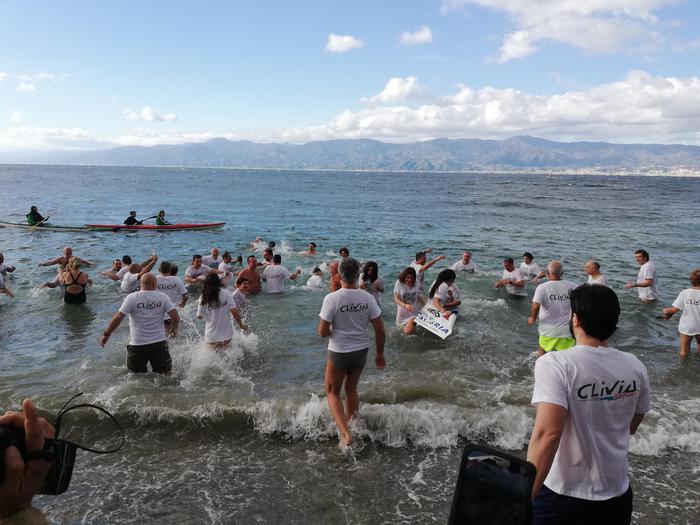 Tradizionale tuffo di Capodanno a Reggio Calabria: cento i partecipanti