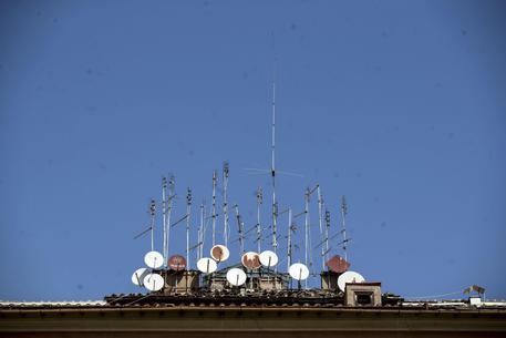Blitz in tutta Europa contro le tv private, multe fino a 25 mila euro per gli utenti