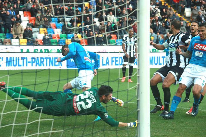 Serie A: Jorginho riporta il Napoli in vetta, pari Roma, delusione Milan