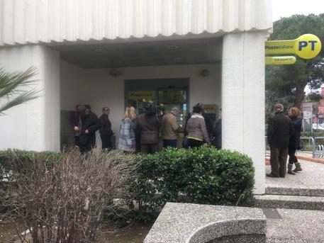 Rapina in un ufficio postale nel Salento, scappano con le pensioni