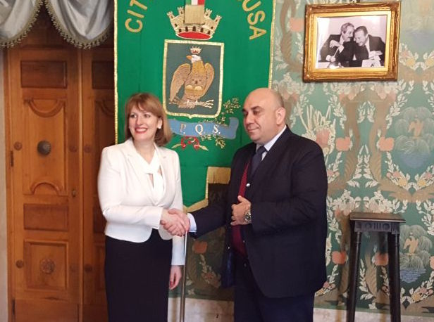 Siracusa, l'ambasciatrice britannica ricevuta dal sindaco Garozzo