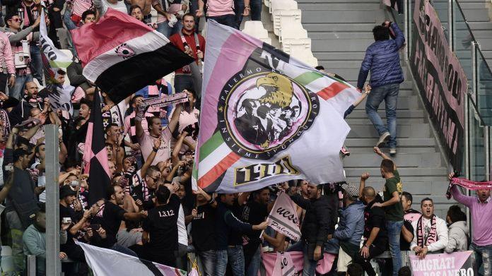 Il Palermo gioca a Nola, i biglietti della curva a 17 euro: protesta degli ultrà rosanero