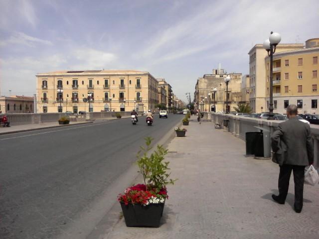 Siracusa, nuova circolazione a Ortigia: doppio senso di marcia sul ponte Umbertino