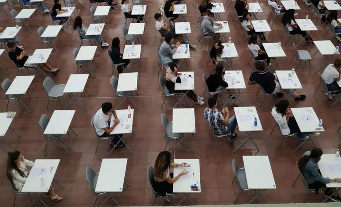 Università, si riparte a settembre: aule al 50% e uso delle mascherine