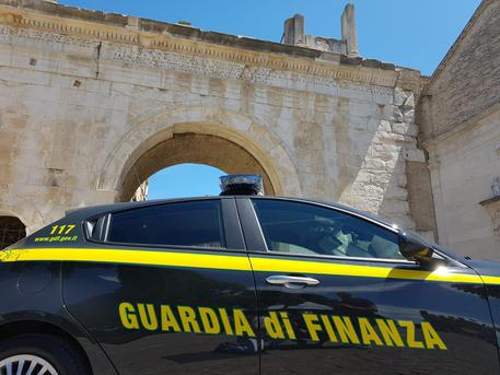 Usura, operazione 'Ragnatela' a Bari: cinque persone in manette