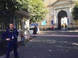 Catania, sparatoria a Librino: ferito da una rosa di pallini