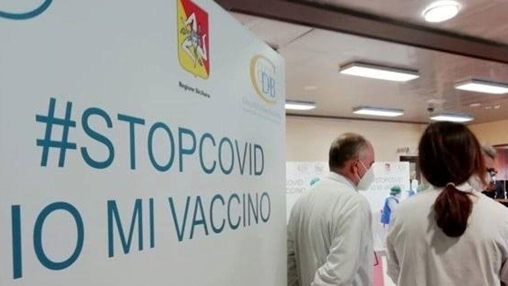 Covid, a Ustica si vaccinano anche i turisti