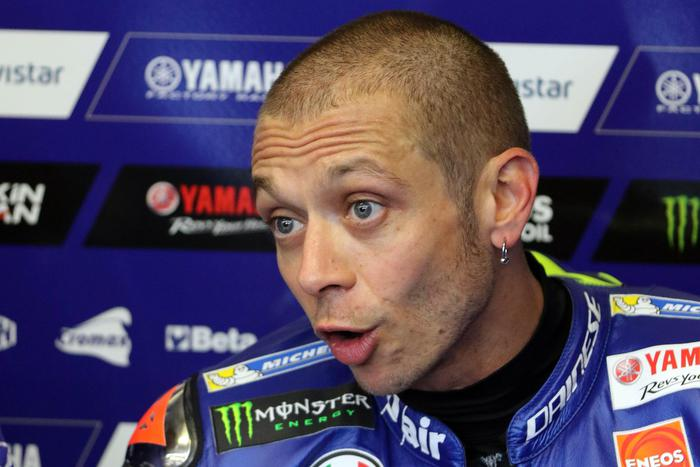 Incidente a Valentino Rossi durante un allenamento in motocross
