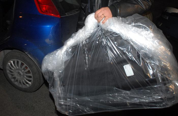 Vercelli, trovato cadavere rannicchiato in valigia