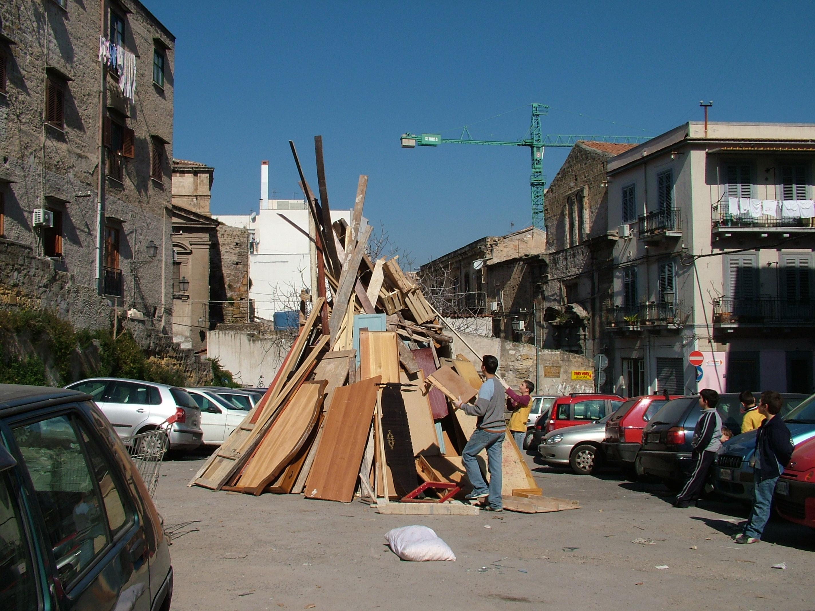 Guerra delle vampe di San Giuseppe a Palermo: scontri con la polizia