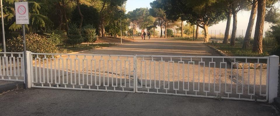 Vandali in azione ad Agrigento, danneggiati i giochi a villa Bonfiglio