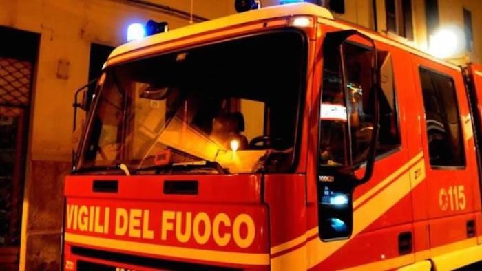 Esplosioni e fiamme in una casa di Gravina di Catania: nessun ferito