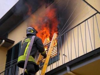 Incendi, rogo in un appartamento a Palermo: c'è un ferito