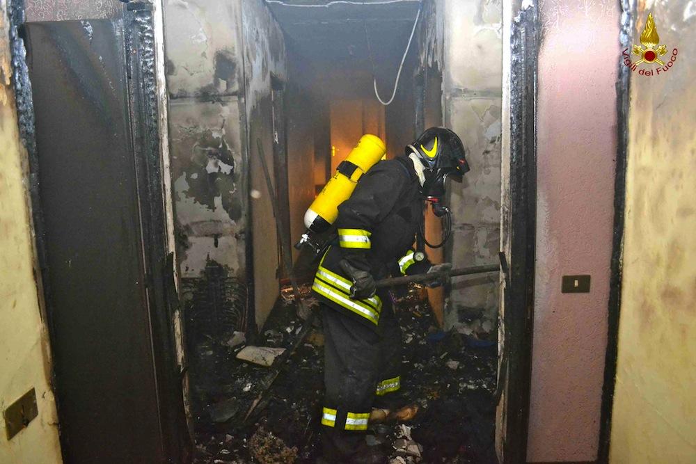 Gela, fiamme alla casa di una famiglia romena: pista dolosa