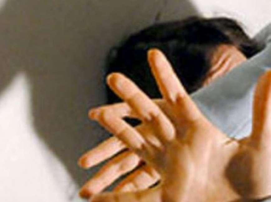Padre e marito violento a Pedara tenta di strangolare il figlio 17enne: arrestato